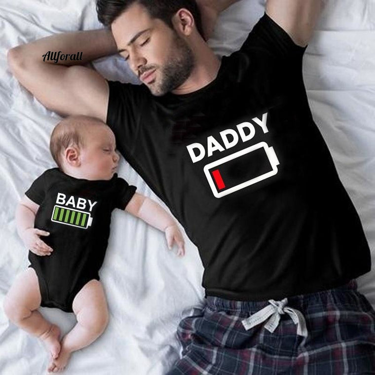 Family Matching Clothes Look Matching Outfit Funny Battery Clothes Dad Mom Boy Girl T-shirt for Daddy Mommy Me Baby Boy Girl 1pc