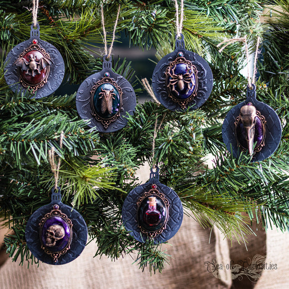 Macabre & Gothic Christmas Decorations - Set 4