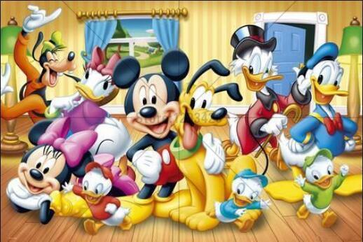 5D Diamond Painting Mickey and Pluto with Friends Kit
