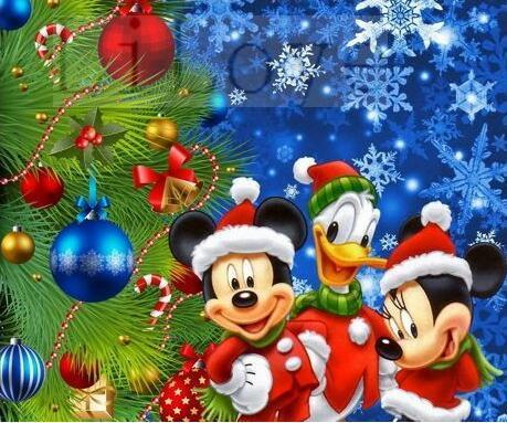 5D Diamond Painting Mickey, Minnie and Donald Christmas Tree Kit