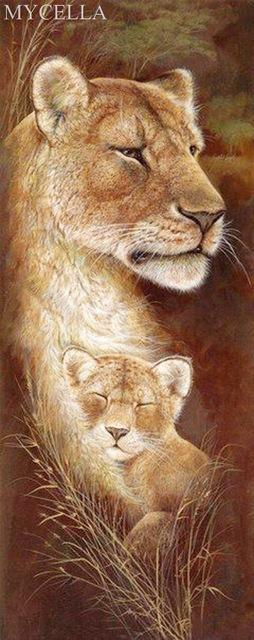 5D Diamond Painting Mother Lion and Her Cub Kit