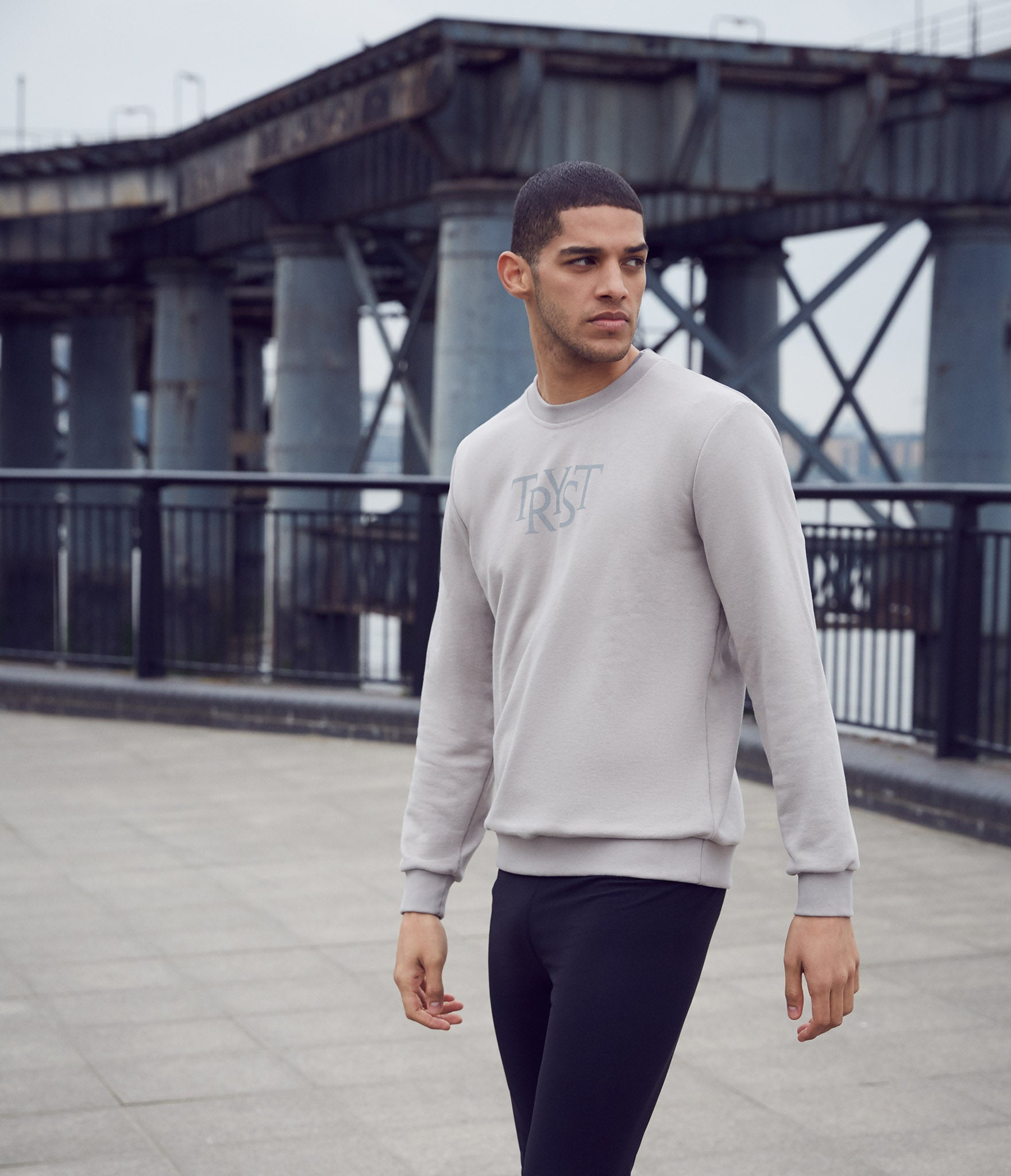 This classic sweatshirt is great for chilly mornings. Tryst Stockholm is a Scandinavian clothing brand for an active urban lifestyle. Tryst means any meeting of special significance, whether public, personal or private, including those all-important meetings with oneself.