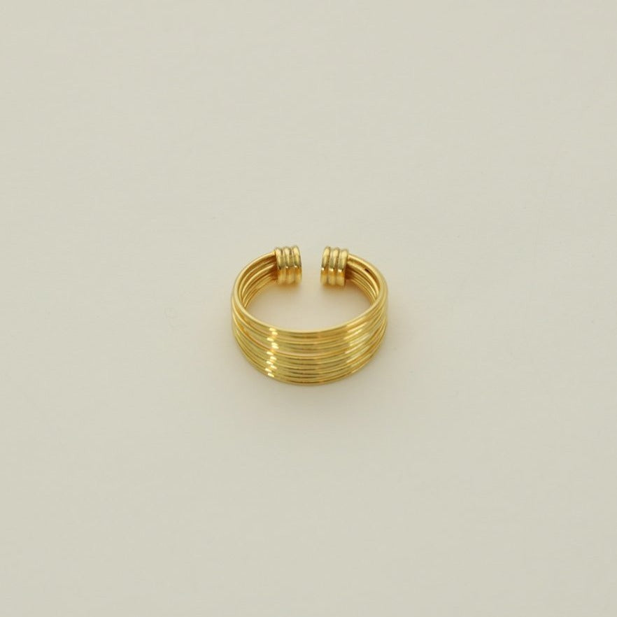 Medium Saturn Ear Cuff Gold