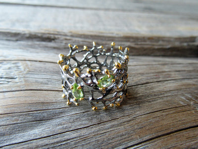 Peridot Thorns Ring