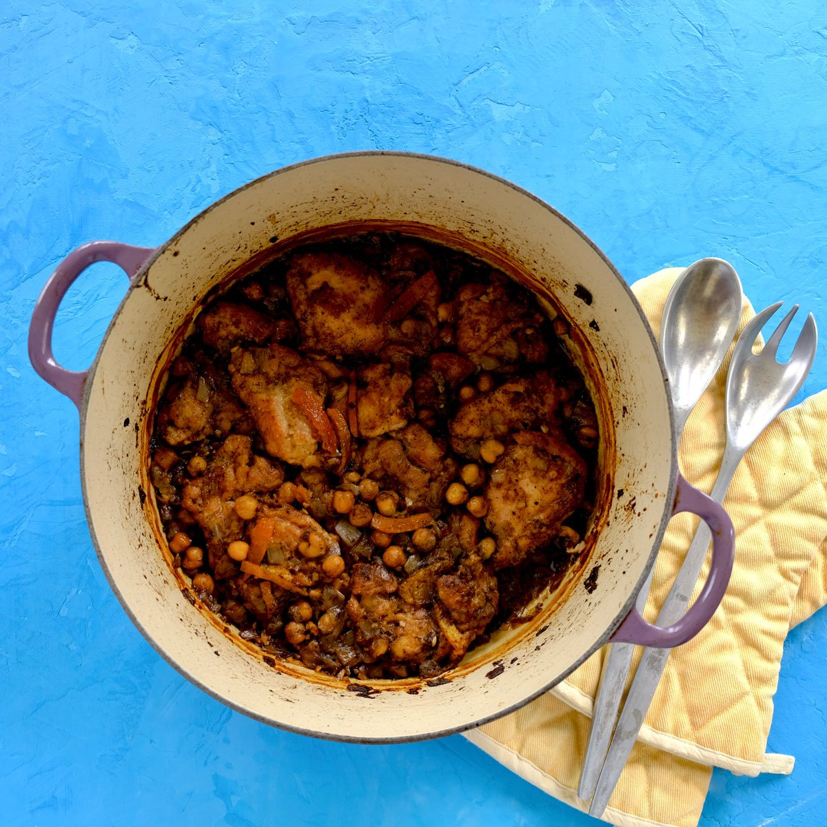 Slow-cooked chicken with tangerine and chickpeas