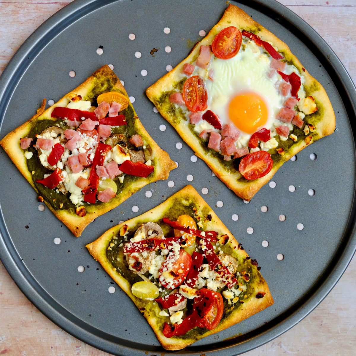 breakfast veggie pizza with spinach and feta