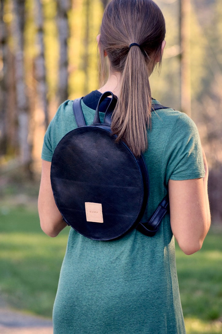 O STOCKHOLM - round leather backpack - black