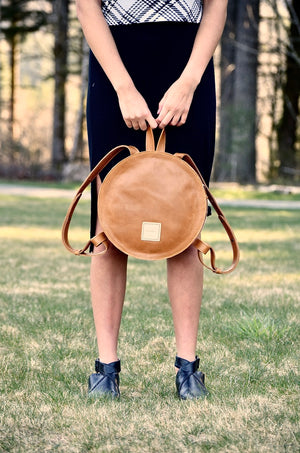 O STOCKHOLM - round leather backpack - caramel