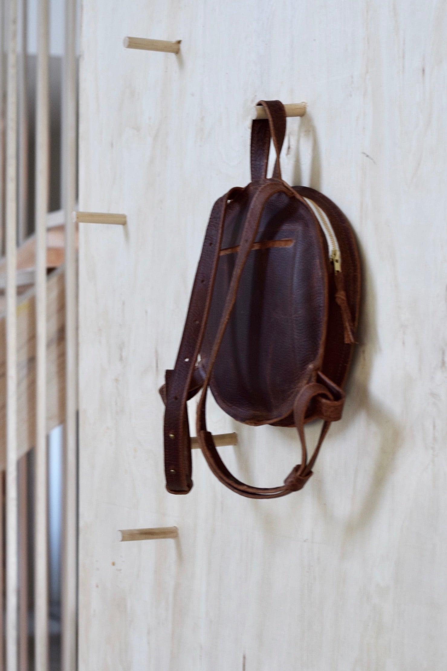 O STOCKHOLM - round leather backpack - brown kodiak