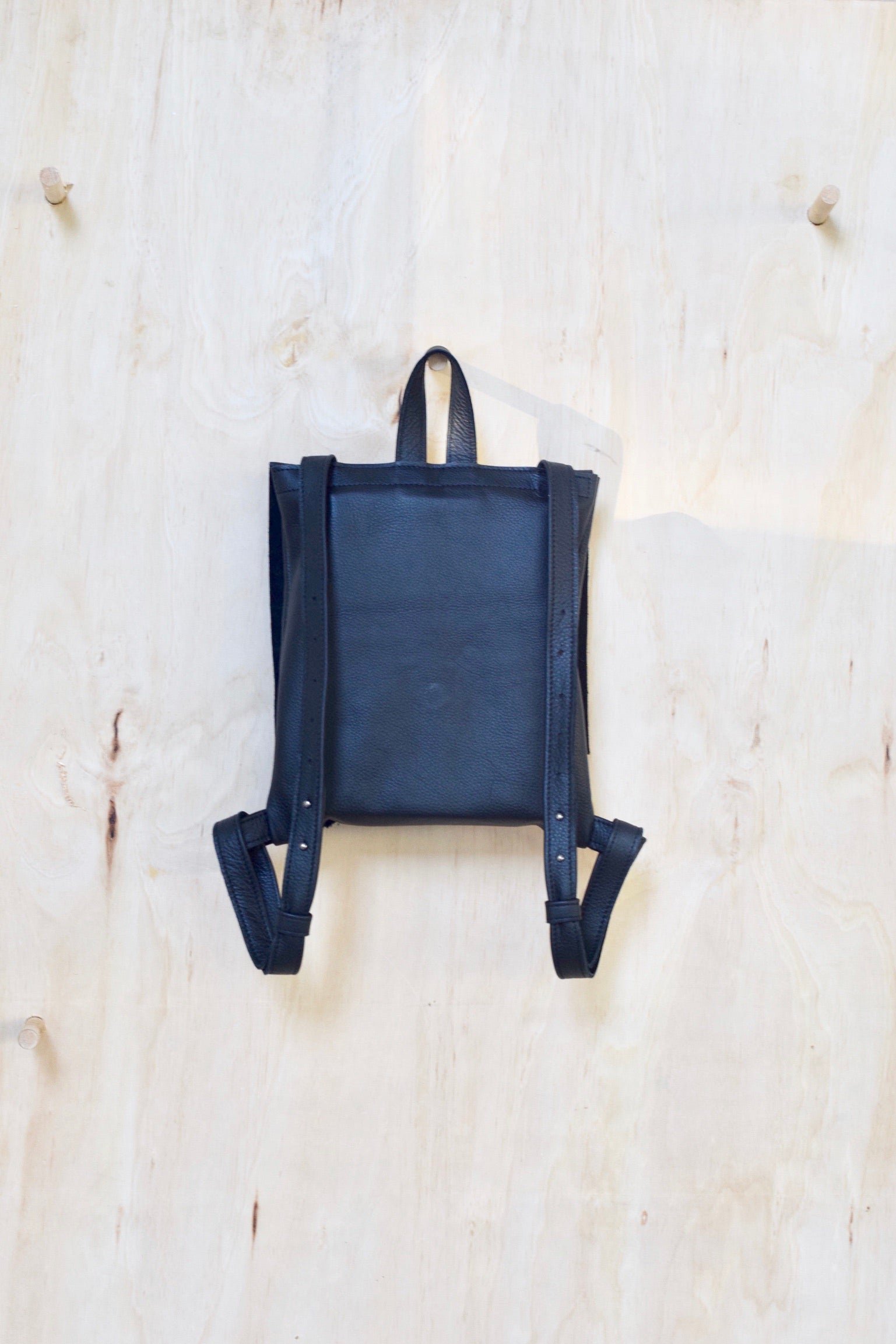 O OSLO - leather backpack with hook strap - black