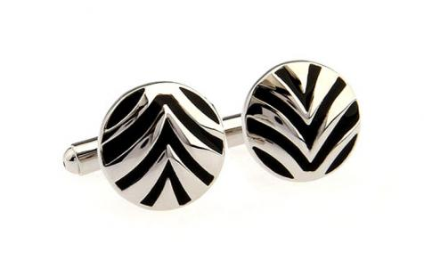 Black & Silver Curved Stripe