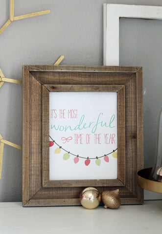 Free Printable Christmas Wall Art- If you're looking for last minute Christmas decor, greeting cards, or gift tags, don't bother with the stores or online shopping. Instead, check out these 25 free Christmas printables! | Christmas wall art printables, printable gift tags, holiday printables, kids activities, #freePrintables #Christmas #DigitalDownloadShop