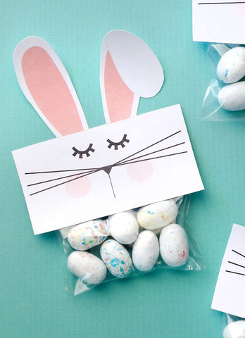 Free Printable Bunny Bag Easter Treat Bag Toppers- Make your Easter favors and candy gifts look egg-stra cute this year with some of these adorable free printable Easter treat bag toppers! | Easter party favors, Easter printable, #freePrintables #printable #Easter #treatBags #DigitalDownloadShop