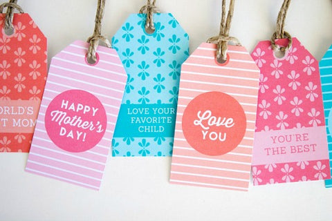Free Printable Mother's Day Tags- Make your Mother's Day gift even more special this year with one of these gorgeous free printable Mother's Day gift tags! There are so many pretty designs to choose from! | tags for homemade gifts, tags for DIY gifts, #freePrintables #mothersDay #giftTags #DigitalDownloadShop