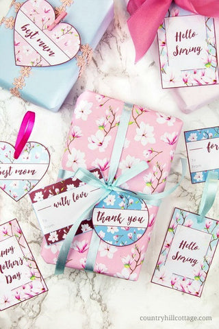 Magnolia Mother's Day Gift Tags- Make your Mother's Day gift even more special this year with one of these gorgeous free printable Mother's Day gift tags! There are so many pretty designs to choose from! | tags for homemade gifts, tags for DIY gifts, #freePrintables #mothersDay #giftTags #DigitalDownloadShop