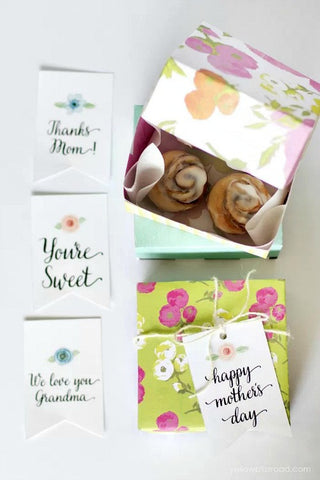 Mother's Day Gift Tags- Make your Mother's Day gift even more special this year with one of these gorgeous free printable Mother's Day gift tags! There are so many pretty designs to choose from! | tags for homemade gifts, tags for DIY gifts, #freePrintables #mothersDay #giftTags #DigitalDownloadShop