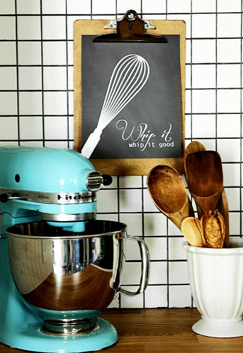 10 Gorgeous Kitchen Printables You Need to Print- Printables are an easy and inexpensive way to update your kitchen's decor! To help you find the best wall art prints for your kitchen, here are 10 gorgeous kitchen printables you won't want to pass up! Farmhouse style and typography prints included! | art print, dining room, food, cooking, baking, #printable #wallArt #freePrintables #decor