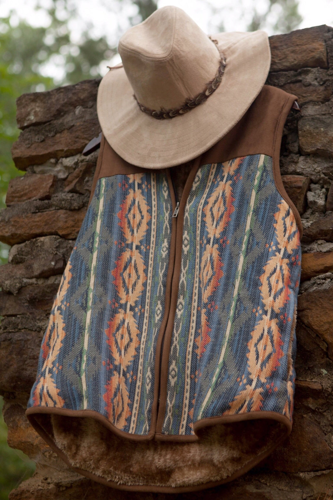 JACQUARD VEST WITH FLEECE LINING