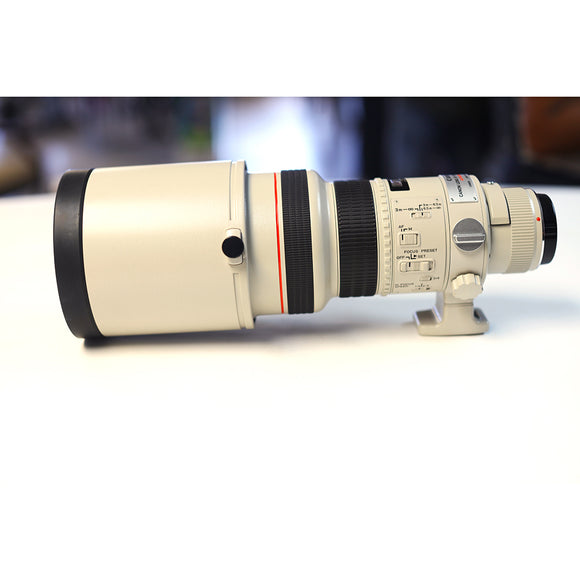 USED CANON 300MM F2.8 SERIES I (NOT IS) MINT CONDITION INCLUDES CASE AND HOOD ALL MINT.