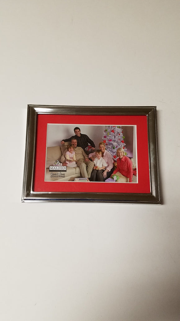 Malden 4x6 Matted Christmas Charm