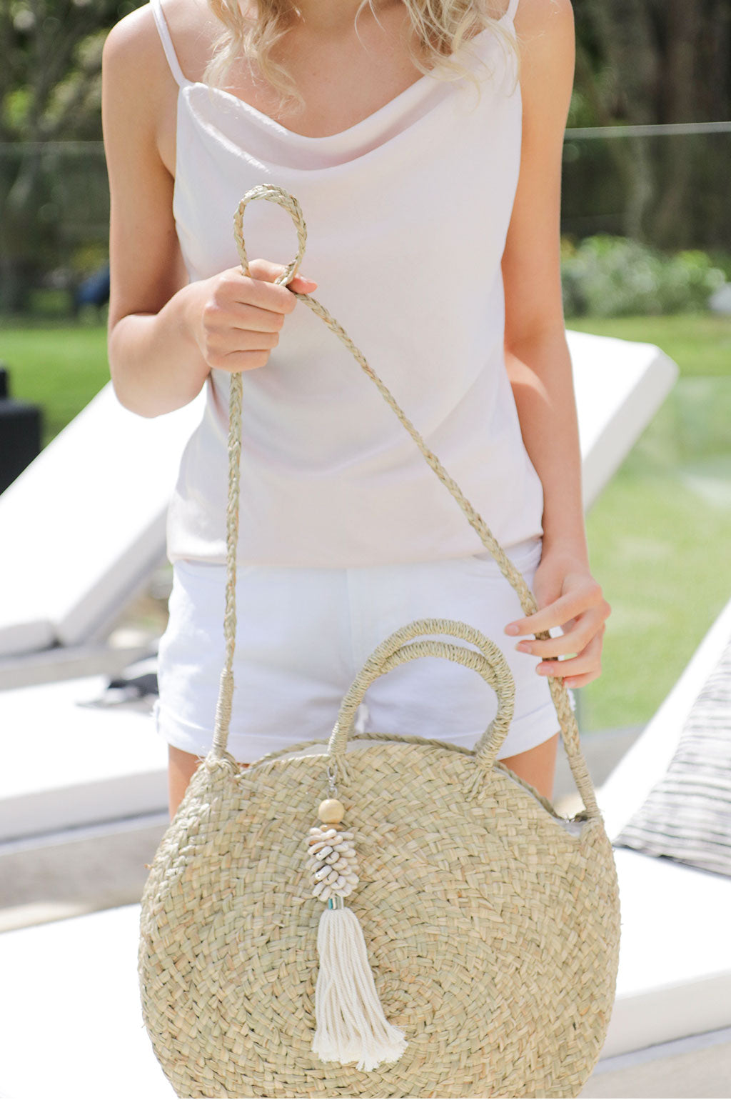 Strapping Beach Bag White Shell Tassel