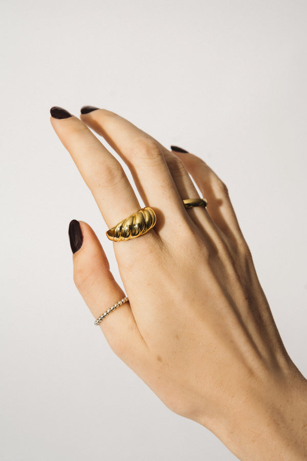 CROISSANT GOLD RING