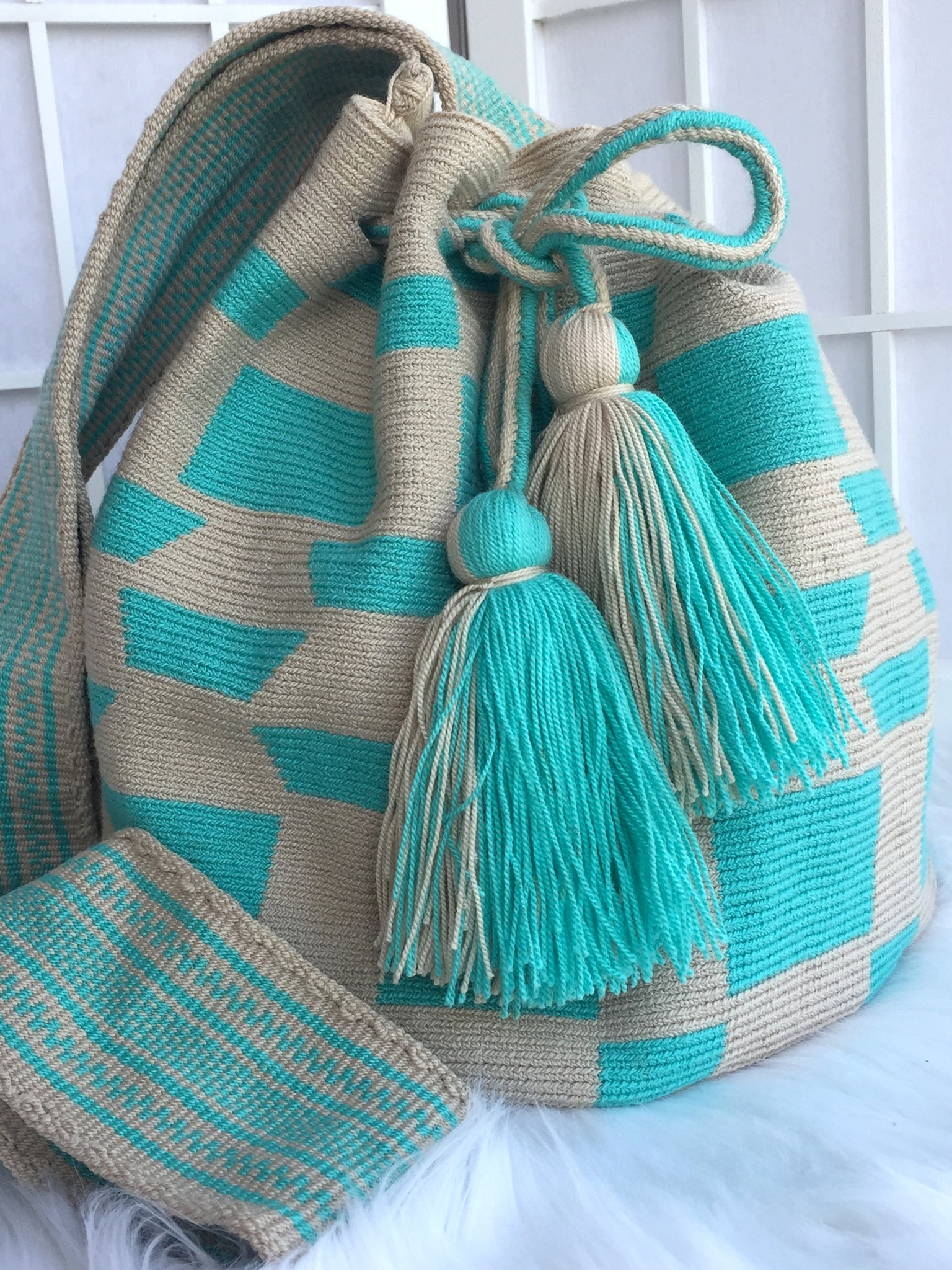 Patterned Single Thread Crotchet S-Bucket Bag