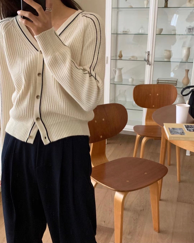 Stitched Outline Knit Button Cardigan (Ivory)