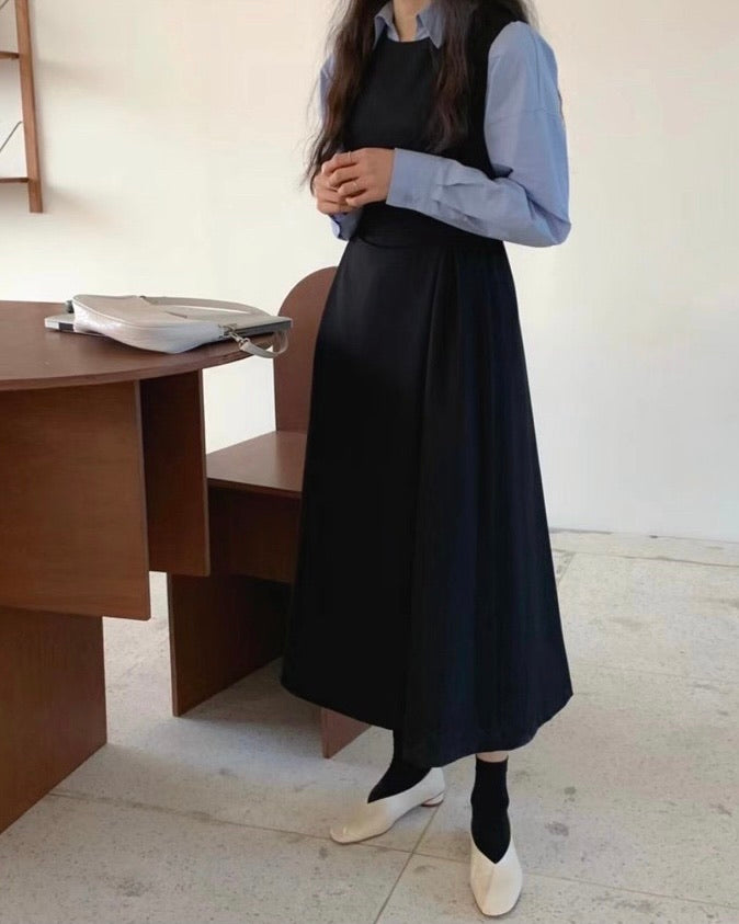 Side Adjustable Pin-Tucked Pinafore Ops (Black)