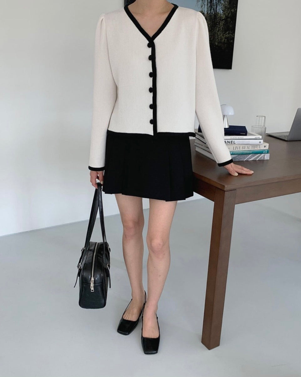 Stevie Outline Button Cardigan (Ivory)