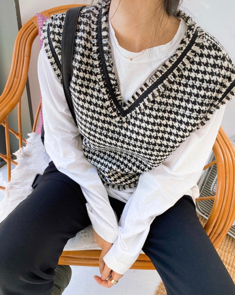 Houndstooth Frayed Trim Vest (Black)