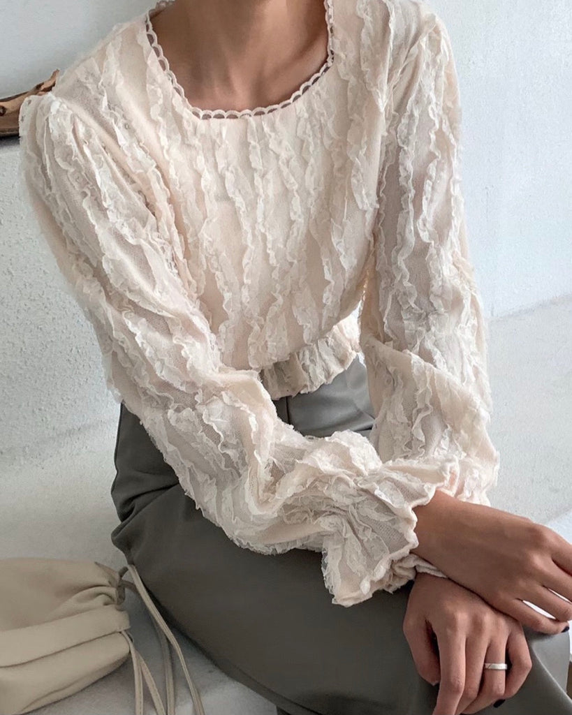 Gwen Lace Mid Banded Short Blouse