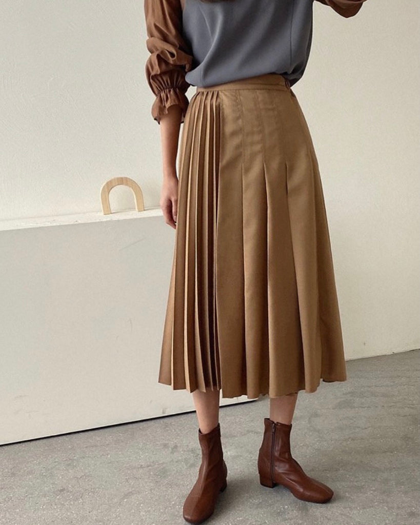 Dual Pleated Back Banded Skirt