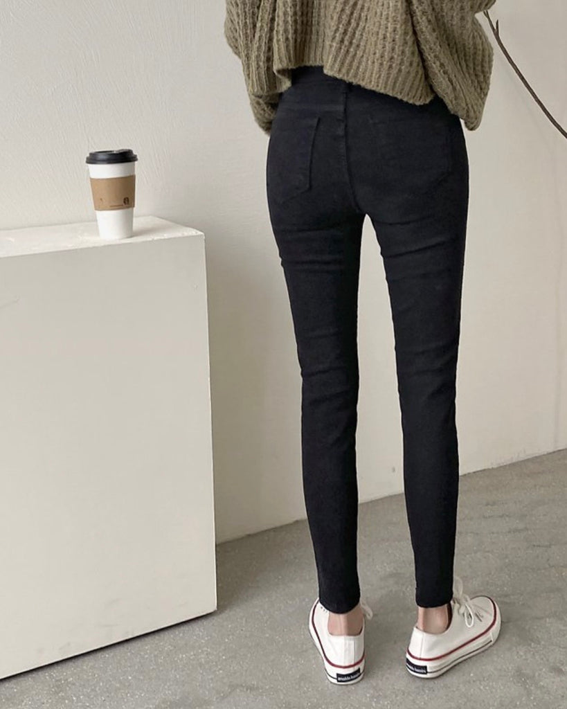 Fitted Cut Stretchy Jeans (Black)
