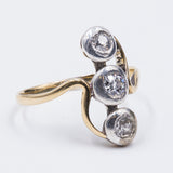 Antique trilogy ring in 18k gold with 3 diamonds (0.65ct), 20s