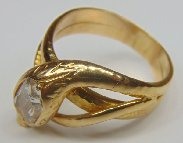 Anello a forma di serpente in oro con diamante . Anni 60 - Antichità Galliera