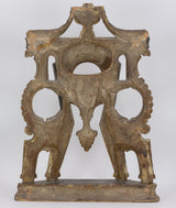 Clock holder in gilded and lacquered wood. Early 800th century