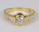 Vintage 18k gold ring with central diamond (approx.0.3ct) and side diamonds, 60s