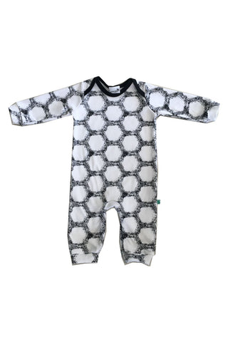 Super soft 100% organic cotton romper for baby boys and girls.
