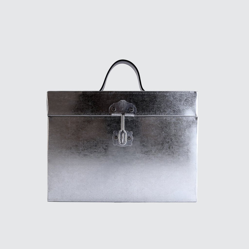 TINCASE 01.17.IS IRON SILVER