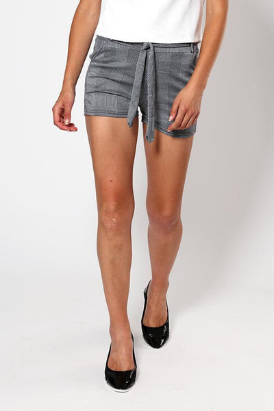 Black Elastic Waistline With Belt Loops Checkered Shorts-SinglePrice