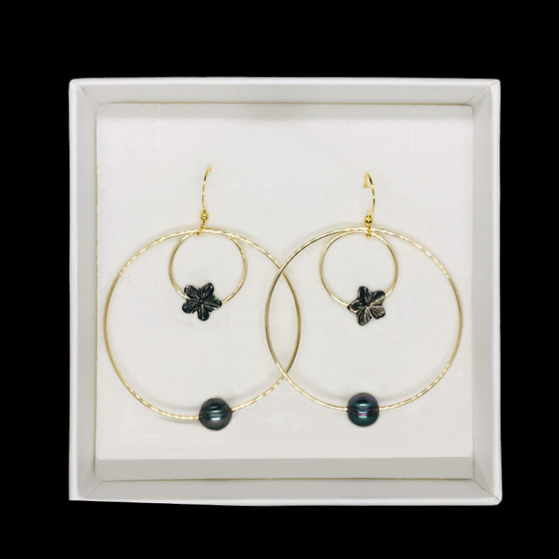 earrings with pearls and black mother-of-pearl flower in gift box