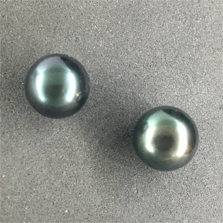 Stud earring women with black pearl