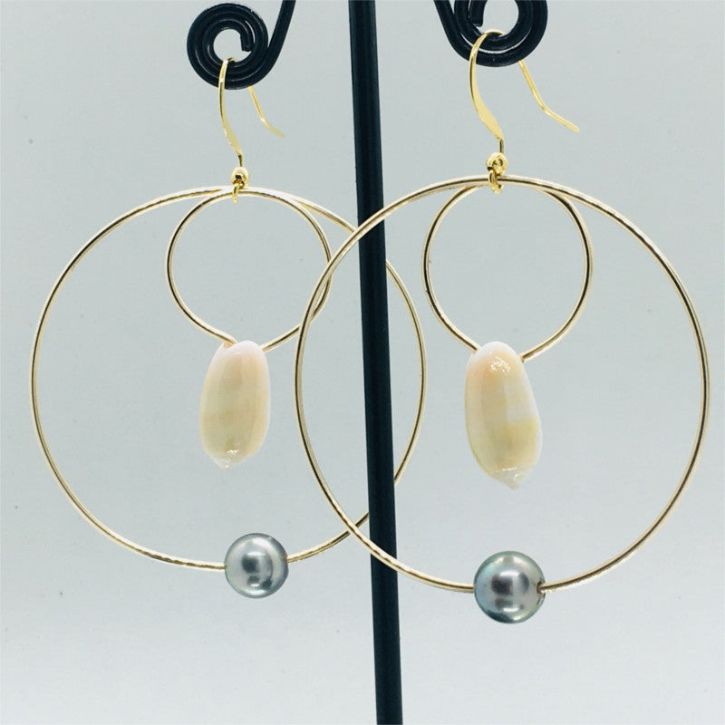 Earring with white shell