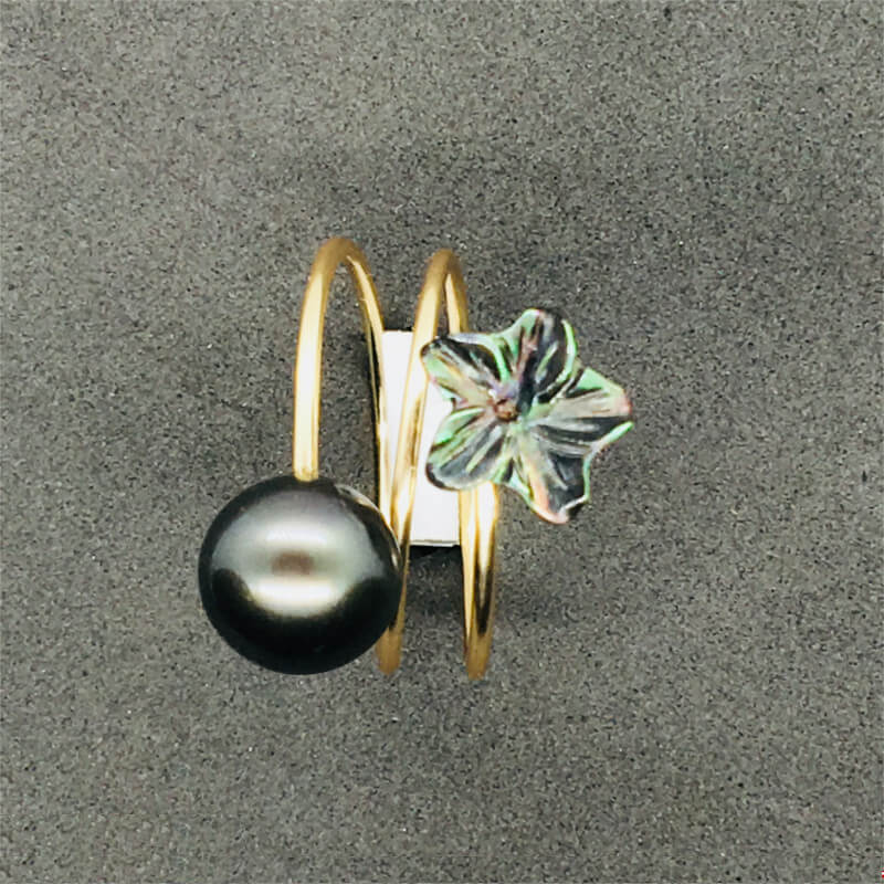 ring with pearl & black mother-of-pearl flower