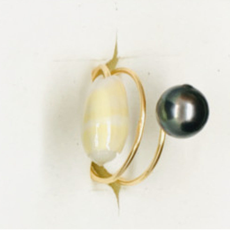 Ring with pearl & white shell