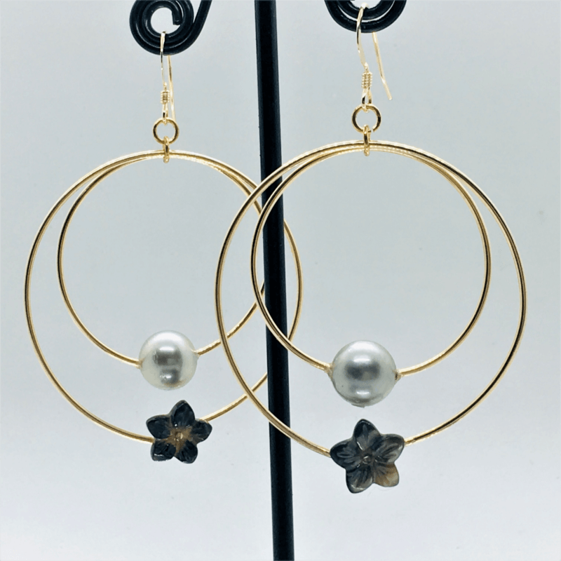 Earring with Pearl & Black Flower