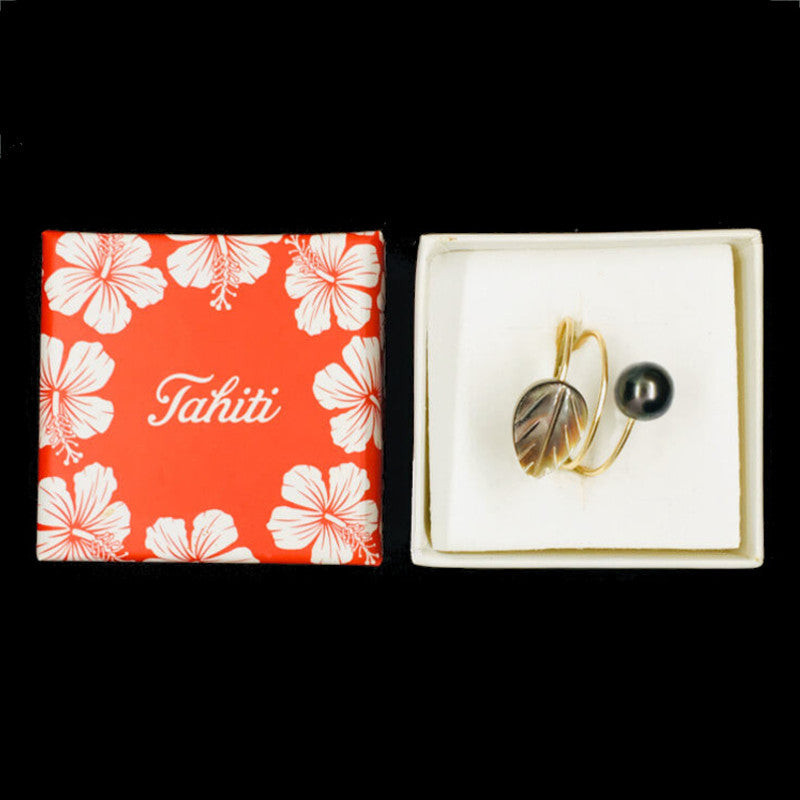 ring with pearl & black mother-of-pearl leaf in gift box