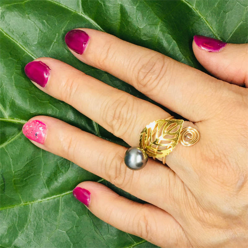 Ring with Pearl & Thin Leaf