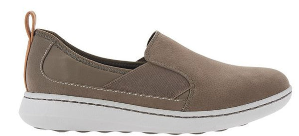 CLOUDSTEPPERS by Clarks Slip-on Shoes Step Move Jump Sage - NEW